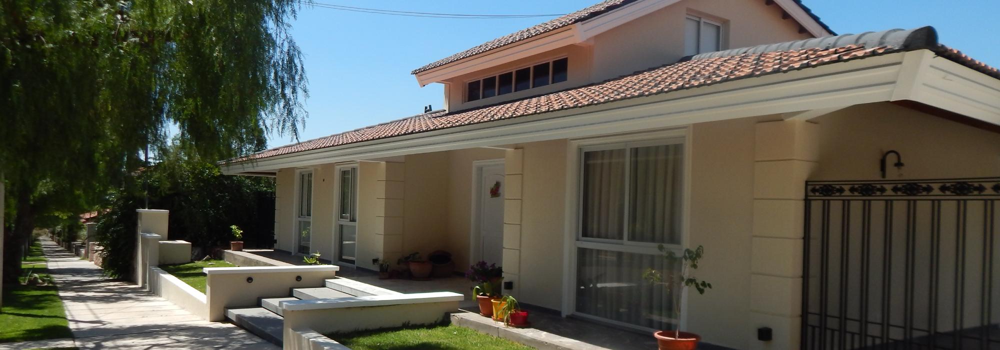 """Casa en barrio """"Dalvian"""""""