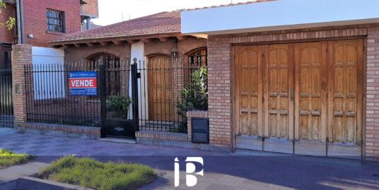 Casa en Barrio Santa Ana. Guaymallén