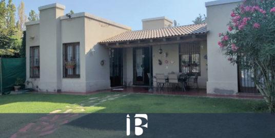 Casa en barrio Huerto del Sol. Carrodilla