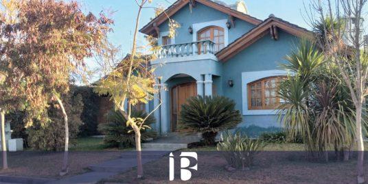 Casa en barrio Senderos del Campo