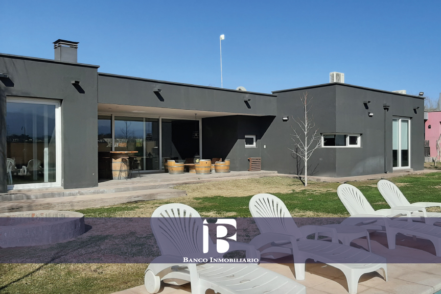 Moderna Casa Barrio Liceo I